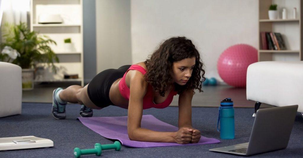 Tomar clases de ejercicio en línea